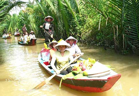 Private car rental from Ho Chi Minh city to Lach Market - Ben Tre